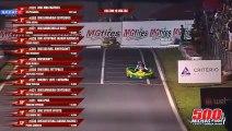 Deux pilotes se battent sur le bord d'une piste de kart