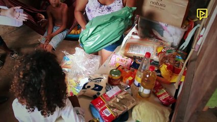 """Família de artista de rua, """"Faísca"""", recebe ajuda"""