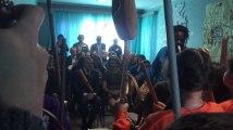Fleurus: les enfants de la maison maternelle joue de la musique devant la Reine Mathilde