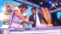 Sacha Baron Cohen menottait Cyril Hanouna