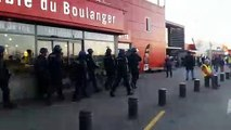 Besançon : les gendarmes mobiles investissent le Géant Casino Chateaufarine après l'irruption des gilets jaunes
