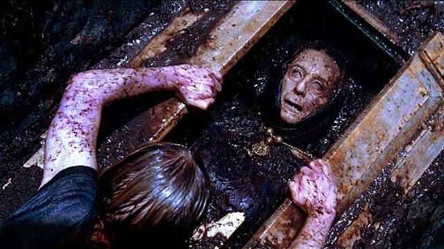10 Really Stupid Decisions in Horror Movie History