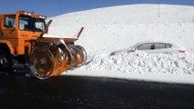 Kar yağışı ve tipi nedeniyle kapanan yollar ulaşıma açıldı - ARDAHAN