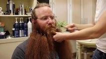 AVANT/APRÈS : Cet homme s'est rasé la barbe après 911 jours, la réaction de sa femme est magnifique