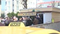 İstanbul- Yıldırım,taksi Durağını Ziyaret Etti, Müşteri Telefonlarına Baktı