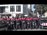LULE PËR POLICINË DHE NDEZJE QIRINJSH, PROTESTUESIT RAMA IK! PARLAMENTI I RRETHUAR