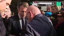 Au Salon de lagriculture un retraité fond en larmes dans les bras de Macron