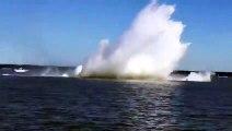 En pleine course un bateau offshore s'envole et les 2 pilotes se font éjecter