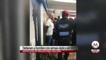 Detienen a hombre con réplicas de armas largas en Metro Zócalo