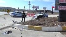 Afyonkarahisar Polis Aracı ile Otomobil Çarpıştı, 2 Polis Yaralandı