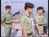 Thuyền nhân trên một ghe nhỏ vượt biên từ miền Bắc Việt Nam khi đến được hải phận Hong Kong tháng 12/1988
