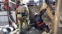 Esenyurt'ta bir inşaatta kanalizasyon çalışması sırasında toprak kayması meydana geldi. Hüsamettin Türkmen  isimli işçi, toprak altında kaldı. Olay yerine itfaiye ekibi ve sağlık ekipleri sevk edildi. İşçiyi toprak altından kurtar