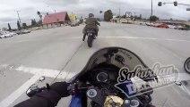 Ce motard tente une accélération au feu rouge et se rate... chute douloureuse