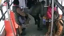 Cho con tè trên xe buýt, người phụ nữ còn đòi đánh cả tài xế vì bị chê kém văn minh