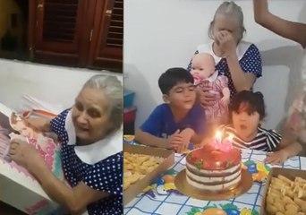 Idosa com Alzheimer ganha boneca de aniversário e se emociona