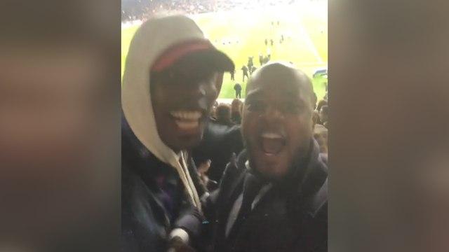Patrice Evra fou de joie au Parc des Princes avec Paul Pogba