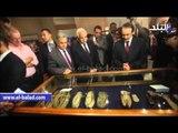 وزير الاثار ومحافظ القاهرة يفتتحان المعرض الاثري خطوات بالمتحف المصري