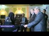 صدى البلد | محافظ المنيا يكرم أسر شهداء الشرطة