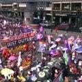 À l'occasion de la journée des droits des femmes, des milliers de femmes manifestent dans le monde