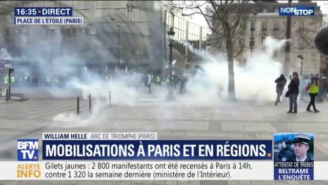 Gilets jaunes: premiers tirs de gaz lacrymogènes en haut des Champs-Élysées