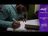 شاب يكتب القرآن الكريم بخط يده فى سنة وشهرين