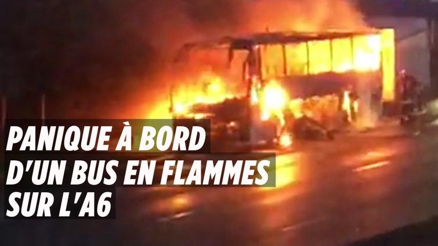 Des étudiants paniqués s'extirpent d'un bus en flammes sur l'A6