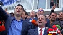 Report TV - Basha 'zë mend', pajton tenor për të kënduar himnin që përmbyll protestën