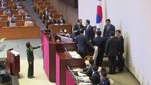 혐오 정치 vs 좌파 독재...'나경원 연설' 여야 맞제소 난타전 / YTN