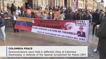 Hundreds of Colombians protest in defense of peace deal