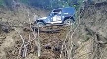 """VÍDEO: La espectacular salvada """"in extremis"""" de este Jeep Wrangler"""