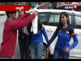 खेलो इंडिया में गोल्ड जीतने वाली निशानेबाज देवांशी को शॉल ओढ़ाकर सम्मानित किया