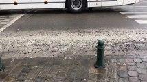 Saint Gilles - Un camion perd du ciment et pierres sur la Chaussée de Waterloo