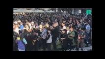 457 guitaristes jouent la même chanson d'AC/DC en même temps et ça fait beaucoup de bruit
