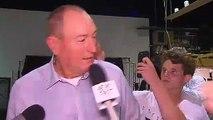 Un ado casse un oeuf sur la tête d'un sénateur australien en direct !