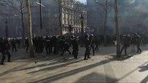 شاهد: مواجهات عنيفة بين الشرطة الفرنسية ومتظاهرين في العاصمة باريس
