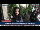 Atiqah Hasiholan Dampingi Ratna Sarumpaet Jalani Sidang Perdana