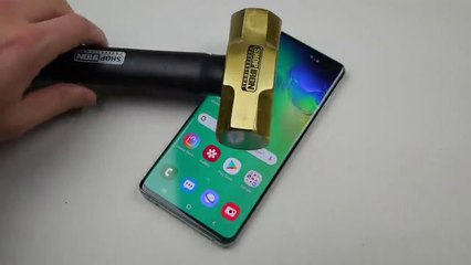 Samsung Galaxy S10 Plus Hammer Knife Scratch Test