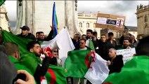 """Nancy : 200 personnes réunies place Stanislas pour réclamer une """"2e république"""" en Algérie."""