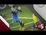 Memo Ochoa destaca en el Brasil vs México