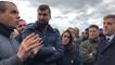 Yann, surveillant en grève, échange avec le directeur de l'administration pénitentiaire, Stéphane Bredin.