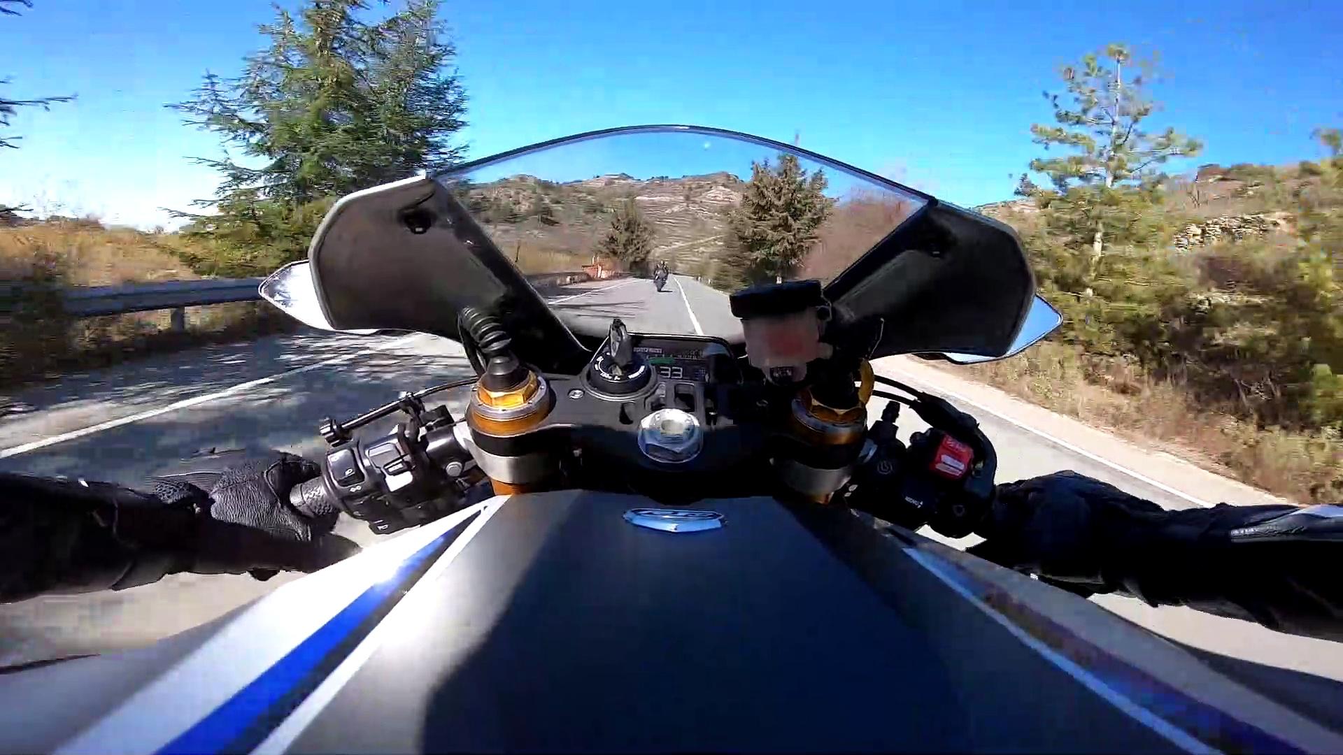Yamaha R1 Following Yamaha R6