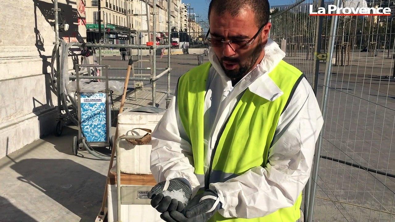 Marseille : le nettoyage de la Porte d'Aix a commencé
