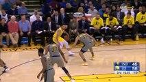 Stephen Curry part (encore) avant de regarder si son tir est rentré ou non