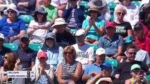 Venus Williams beats Suarez Navarro in straight sets at the Miami Open