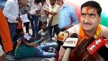 अलीगढ़ में शुरु हुआ भाजपा प्रत्याशी सतीश गौतम का विरोध, कल्याण सिंह के घर बाहर फूंका पुतला