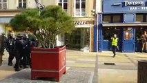 Les CRS repoussent les gilets jaunes rue des Clercs  à Metz