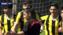 Galatasaray U14 kaptanı Beknaz Almazbekov'dan alkış toplayan hareket
