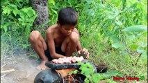 La Technologie Primitive - Manger de délicieuses - Cuisson du poulet de coeur sur un rocher