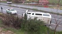 Şanlıurfa Servis Minibüsü Şarampole Devrildi; Sürücü Yaralı