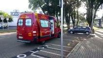 Mulher atravessa na ciclovia e provoca queda de ciclista na Av. Brasil